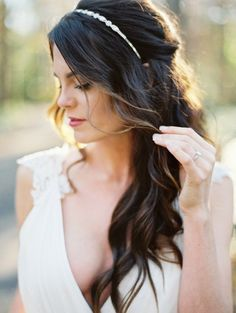 Vintage Wedding Hair Half Up Half Down Wedding Hairstyle with Headband - These flattering half up hairdos hit all the right notes. Bridesmaid Hair Half Up, Wedding Hair Half, Wedding Hairstyles Half Up Half Down, Wedding Hairstyles For Long Hair, Wedding Hair And Makeup, Bride Hairstyles, Down Hairstyles, Bridal Hair, Gorgeous Hairstyles