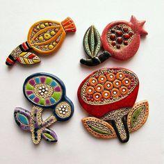 WEBSTA @ pankovskaya_irina - Цветочки...#цветныесны #керамика #брошьручнойработы…