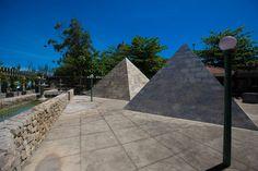 Réplica das Pirâmides do Egito no Sesc Mineiro Grussaí