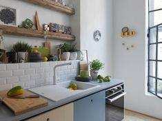 De Urban-spoelbakfamilie van Franke brengt karakter in je keuken. Ga je voor een spoelbak in olijfkleur met Orion, eentje gedrenkt in de warmte van blauwe bes met Denim of verkies je frisse Salie? Deze extreem duurzame Fragranit-trendkleuren spelen met licht en tillen jouw keukendesign naar een hoger niveau. Kitchen Cart, New Kitchen, Furniture, Home Decor, Functional Kitchen, Living Spaces, Blueberries, Decoration Home, Room Decor