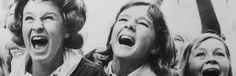 Het plakboek van De Beatles Zusjes Theo Hendriks zussen zusjes recensie review fan The Beatles Hollandse Beatlemania meisjes toen reis zestig jaren Beatles Museum Alkmaar trouwen plakboek herkenning fans nummers fandagen foto's herinneringen verhalen gekte groepje meiden dromen toekomst zanger artiest idool Lev