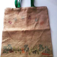 """bolsa de yute con sellos de selva. """"BUUBUS"""""""