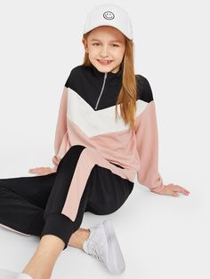 Shop Girls Cut-and-sew Half Placket Sweatshirt & Sweatpants Set online. SHEIN offers Girls Cut-and-sew Half Placket Sweatshirt & Sweatpants Set & more to fit your fashionable needs. Dresses Kids Girl, Kids Outfits Girls, Cute Girl Outfits, Cute Outfits For Kids, Casual Outfits, Fashion Kids, Girls Fashion Clothes, Look Fashion, Fashion Outfits