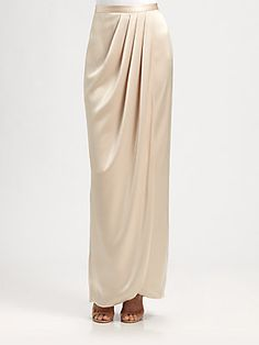 31 Ideas For Skirt Indian Wedding Crop Tops - Weddings! Kebaya Modern Dress, Kebaya Dress, Muslim Fashion, Modest Fashion, Hijab Fashion, Fall Fashion Skirts, Fashion Dresses, Crop Top Styles, Batik Fashion