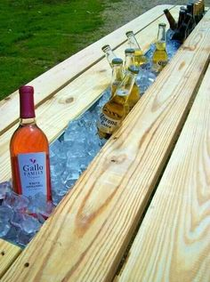 MAKES ME WISH WE HAD A PICNIC TABLE! Replace the middle board of picnic table with rain gutter for built in drink cooler. This picnic table, designed by Nelson Byrd Woltz Landscape Architects. Outdoor Projects, Home Projects, Outdoor Fun, Outdoor Decor, Outdoor Entertaining, Outdoor Cooler, Outdoor Stuff, Sweet Home, Do It Yourself Furniture