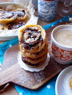 Huomenna vietetään jälleen kansallista korvapuustipäivää, jota on vietetty suomessa vuodesta 2006 lähtien. Tämä voilla, kanelilla ja sokerilla täytetty pulla on yksi lempi herkuistani kautta aikojen. Uunituoretta ja kanelilta tuoksuvaa pullaa ei voita mikään (paitsi joskus ehkä porkkanakakk… Doughnut, Food Inspiration, Nom Nom, Pancakes, Muffins, Cookies, Dinner, Baking, Breakfast