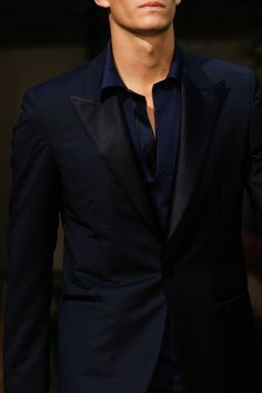 man in suit, ah - Hermes...I love this!! I wouldn't have thought of it myself..bc navy & black usually doesn't work..but this is good!