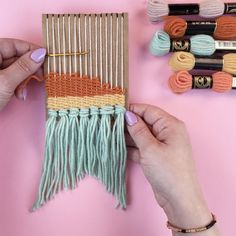 How to make a DIY loom (that actually works) in less than five minutes, using leftover cardboard! Great for group crafts, kids weaving, bachelorette party activities and baby shower activities. Crafts How To Make a DIY Mini Loom Mason Jar Crafts, Mason Jar Diy, Bottle Crafts, Patch Bordado, Weaving For Kids, Diy And Crafts, Arts And Crafts, Decor Crafts, Crafts With Wool