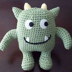 Crochet Amigurumi Patterns Ravelry: Hug Monster pattern by Linda Salant. - Forget about scary, these monster crochet patterns are the cutest little things on earth! They are perfect for anyone any age. Get the free patterns here Crochet Gratis, Crochet Amigurumi Free Patterns, Cute Crochet, Crochet For Kids, Crochet Dolls, Crochet Baby, Crochet Onesie, Crotchet, Crochet Monsters
