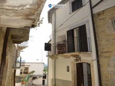 http://immobiliarecaserio.com/Town_house_with_terrace_and_panoramic_view_lake_for_sale_in_Bomba_Abruzzo_1760.html