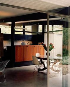 MCM homes can be very cozy despite the abundance of glass and light. We think this A. Quincy Jones house proves it. Click on the image to see beautiful mid-century modern houses.