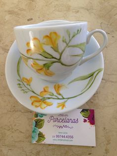 China Painting, Ceramic Painting, Ceramic Art, Porcelain Ceramics, China Porcelain, Tea Cup Saucer, Tea Cups, Cup Design, Cute Mugs
