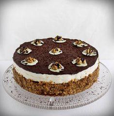 Somlói revolúció torta készítése lépésről lépésre. A torta 2014-ben az ország tortája lett, melyet Damniczki Balázs cukrászmester készített. Hungarian Cuisine, Tiramisu, Mousse, Main Dishes, Goodies, Food And Drink, Rolls, Ethnic Recipes, Hungary
