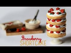 DIY Strawberry Shortcake in Polymer Clay or Fimo - Tutorial Polymer Clay Cake, Polymer Clay Miniatures, Fimo Clay, Polymer Clay Charms, Barbie Food, Doll Food, Clay Tutorials, Miniature Tutorials, Miniature Food
