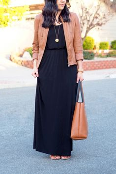 wearing maxi dress in cooler weather: black maxi dress & a brown leather jacket Source by alexandrawebb dress outfits Maxi Skirt Outfits, Winter Dress Outfits, Casual Summer Dresses, Modest Dresses, Cute Dresses, Party Dresses, Dress Winter, Winter Maxi Dresses, Black Maxi Dresses