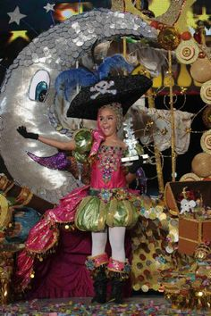 """Aída Quintero, de la AAVV El Drago, Reina Infantil · Un comentario. Lució la fantasía """"Aquí con mi loro, guardando el tesoro"""".Carnaval Tenerife 2012"""
