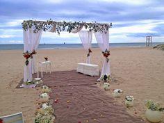 bodas mirando al mar: Bodas de día. Altar para la ceremonia civil de boda en la playa l'Estibador #bodacivilplaya #boda #bodaplaya #bodaValencia