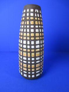 Strehla Keramik Vase - aufgesetzte Punkte - 20 cm