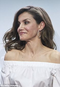 The 44-year-old looked younger than ever as she took to the stage at the 'Gran Angular' and 'El Barco De Vapor' literature awards at Casa de Correos in Madrid.