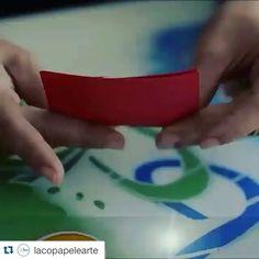 Sim ... Nós temos um pequeno vídeo ensinando a fazer as rosas pequenas de papel! Eu já tinha postado ele aqui. Aproveitem! http://youtu.be/3pxro5bfMbA   #nossahistoria #amogentecriativa #amoflores #amofazerflores #floresdepapel #floresdalaco