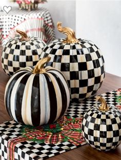 Inspiration to paint real pumpkins Halloween Porch, Holidays Halloween, Halloween Pumpkins, Halloween Crafts, Glass Pumpkins, Painted Pumpkins, Fall Crafts, Holiday Crafts, Holiday Ideas