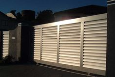 venetian fencing panels -getting extremely frustrated that all suppliers seem to be in Australia or UK Fence Wall Design, Privacy Fence Designs, Front Gate Design, Door Design, Front Yard Fence, Front Gates, Gate House, Facade House, Outdoor Blinds