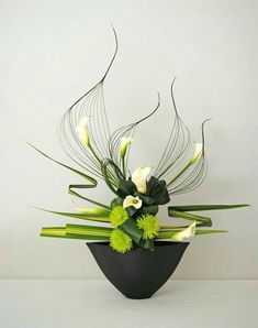 Risultati immagini per ikebana arte floral japones Types Of Flower Arrangement, Contemporary Flower Arrangements, Ikebana Flower Arrangement, Ikebana Arrangements, Unique Flower Arrangements, Artificial Flower Arrangements, Arte Floral, Deco Floral, Flower Show