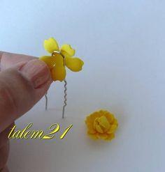 Всем привет! Сегодня хочу поделиться новым МК- изготовление маленьких цветочков из вырубки фома. Для тех, у кого есть дыроколы, можно пользоваться ими ( любой 5-6 лепестковый цветок).