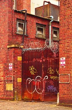 Gate with Razor Wire, Jewellery Quarter 3900 Birmingham Jewellery Quarter, Wire Jewellery, Jewelry, Birmingham England, Man Photo, Gate, Neon Signs, Places, Photos