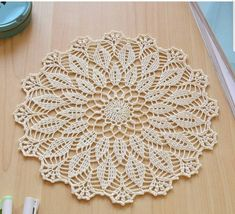 Crochet Leaves, Thread Crochet, Filet Crochet, Crochet Flowers, Crochet Stitches, Crochet Table Runner, Crochet Tablecloth, Crochet Round, Crochet Home