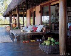 Would love to just hang out here on this Indonesian daybed / Bali day bed!