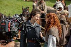 NEW BTS Still of Caitriona Balfe and Sophie Skelton on Set of Outlander Season 5 Outlander Season 4, Outlander Tv, Outlander Series, Claire Fraser, Jamie Fraser, Diana Gabaldon, Tartan, Popular Book Series, Richard Rankin