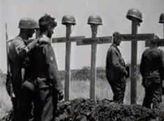 Crete 1941-Fallschirmjägers bury their comrades on Crete.