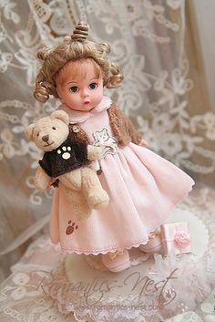 Fine Porcelain China Diane Japan Value Pretty Dolls, Beautiful Dolls, My Doll House, Doll Houses, Vintage Madame Alexander Dolls, Effanbee Dolls, Romantic Lace, Bear Doll, Hello Dolly