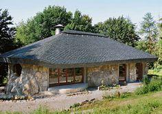 Gemütliches Haus aus Naturstein mit #Schieferdach