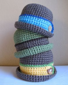 Sweet little hat for a baby boy. Downtown Boy by Marken of TheHatandI pattern $5.50.... so cute and versatile pull part of the cuff down and it is a cloche hat for a girl leave it up and it is a bowler cap for a boy.