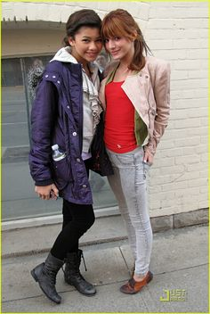 Zendaya and Bella Thorne clothes Bella Thorne And Zendaya, Bella Throne, Disney Channel Stars, Disney Stars, Zendaya Style, Zendaya Coleman, Young Models, Celebrity Gossip, Celebrity Women