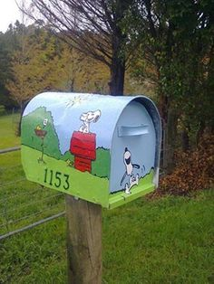 Snoopy mailbox- I would smile everyday when I picked up the mail! Unique Mailboxes, Painted Mailboxes, Funny Mailboxes, Peanuts Cartoon, Peanuts Snoopy, Home Deco, Charlie Brown And Snoopy, Snoopy And Woodstock, Beagle