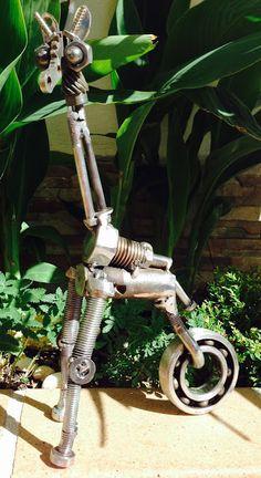 planetajuande: JIRAFA R232 Metal Yard Art, Scrap Metal Art, Metal Art Sculpture, Art Sculptures, Arte Robot, Metal Figurines, Recycle Art, Welding Art, Heavy Metal