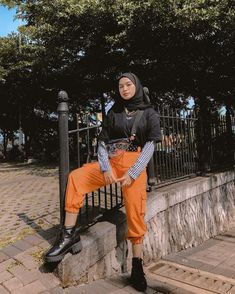 Casual Hijab Outfit, Ootd Hijab, Casual Outfits, Modest Fashion, Fashion Outfits, Street Hijab Fashion, Hijab Fashion Inspiration, Grunge Outfits, Casual Chic