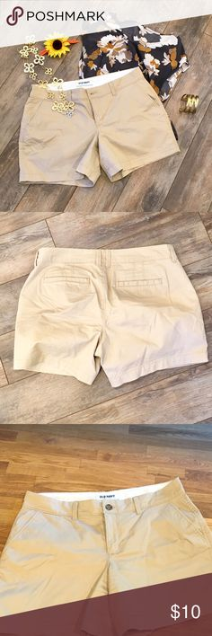 """Old Navy shorts Old Navy size 6 comfy khaki shorts. 5"""" inseam.  Only worn a few times. Old Navy Shorts Bermudas"""