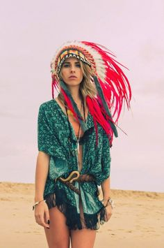 The Boho Garden — Gypsy Stone ✿bohemian beauty here✿ Hippie Bohemian, Boho Gypsy, 70s Fashion, Indian Fashion, Style Fashion, Fashion Ideas, Feather Hair Pieces, Native American Headdress, Hippie Style Clothing