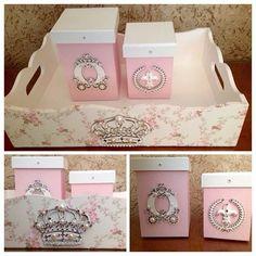 Kit higiene coroa cristais swarovisk #kithigiene#cesta#carruagem#ramo#flordelis#tecidofloral#flores#potes#castelo#decoracao#quarto#bebe#menina#proncesa#coroa