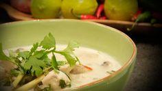 Tom kah gai - Kyllingsuppe med sopp og chili og mange gode smaker. Det gjelder å finne balansen. - Foto: Fra tv-serien Munter mat (Spise med Price) / DR