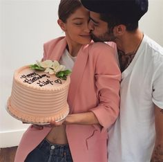 Peach hued cake and kisses from boyfriend Zayn Malik, Gigi Hadid couldn't have asked for a better birthday. - Zayn Malik's gesture of love on Gigi Hadid's birthday is the the stuff that fairytales are made of