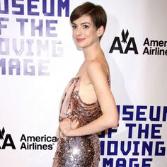 Anne hathaway Anne Hathaway Haircut, Sequin Skirt, Hair Cuts, Sequins, Formal Dresses, Fashion, Haircuts, Dresses For Formal, Moda