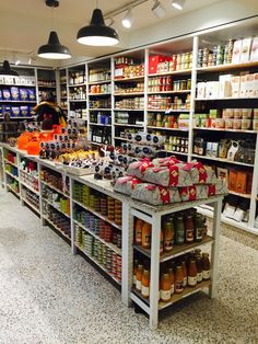 Supermarket Design, Retail Store Design, Pantry Storage, Food Storage, Shop House Plans, Shop Window Displays, Shop Interiors, Grocery Store, Grocery Items