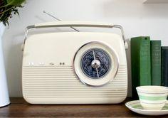 Decor Bush Retro Style Digital Radio — Vintage and Nostalgia Co. Radio Design, 1950s Design, 1950s Decor, Digital Radio, Retro Radios, Record Players, Googie, Retro Home, Retro Vintage