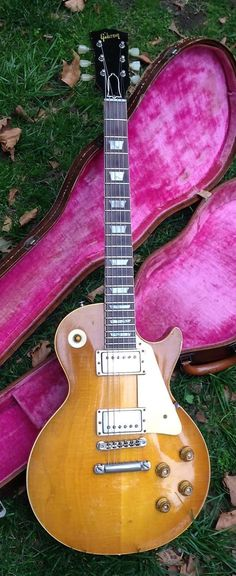 Gibson Guitars – Page 7 – Learning Guitar Gibson Les Paul, Les Paul Guitars, Jazz Artists, Les Paul Standard, Guitars For Sale, Gibson Guitars, Vintage Guitars, Guitar Amp, Playing Guitar