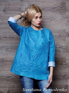 Купить или заказать Валяный свитер 'Васильковый' в интернет-магазине на Ярмарке Мастеров. Валяный свитер из итальянской шерсти мериноса. Свитер теплый и комфортный, для весны и осени. Замечательно подходит к джинсам, но и с юбкой будет смотреться замечательно.